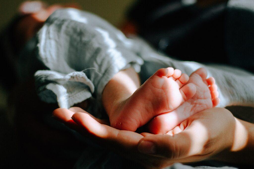 Scottish Rite for children - baby feet